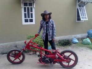 Mini custom bike warna merah