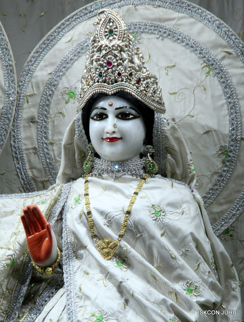 ISKCON Juhu Mangal Deity Darshan on 21st Oct 2016 (17)
