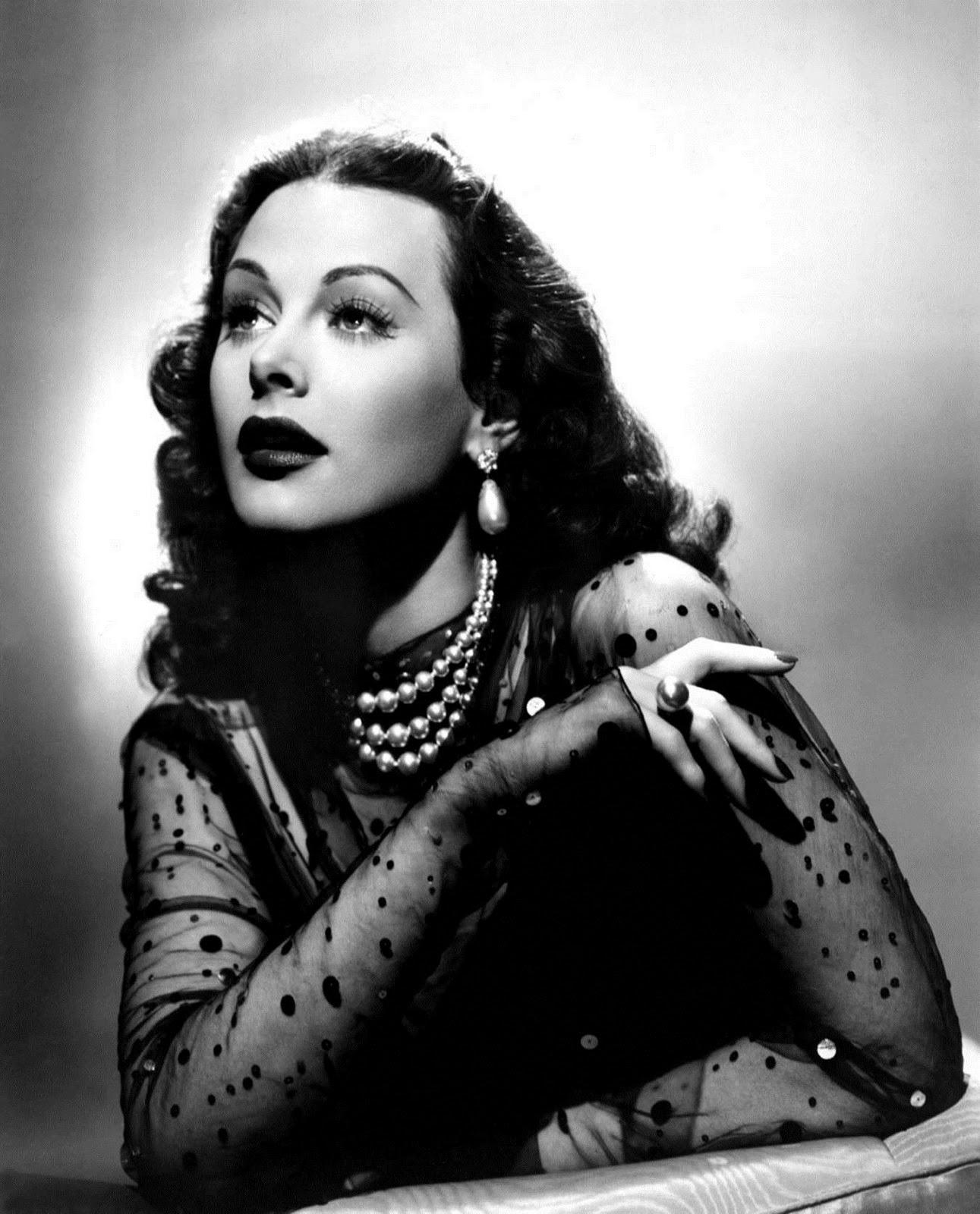 Hedy Lamarr<a href=&quot;https://lh3.googleusercontent.com/-FlYhmFXCWhw/TYiHX1x7cDI/AAAAAAAAFhY/WPc1uhqp8ZA/s1600/hedy-lamarr-04.jpg&quot; target=&quot;_blank&quot;>source</a>