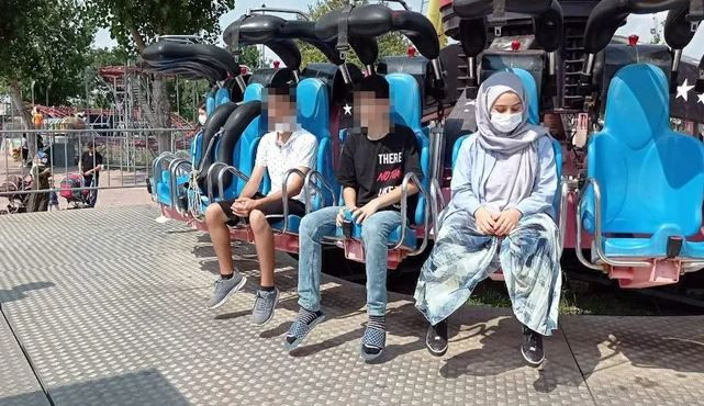 Teen chokes to dead on her vomit during theme park ride as family beg operators to stop the ride