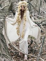 Μούσες θεότητες, ακόλουθες του Θεού Απόλλωνα, κόρες του Δία.