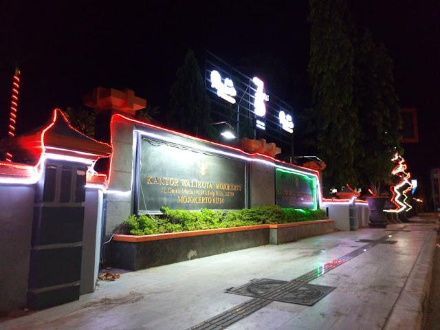 Lampu Kantor DPRD dan Wali Kota Mojokerto