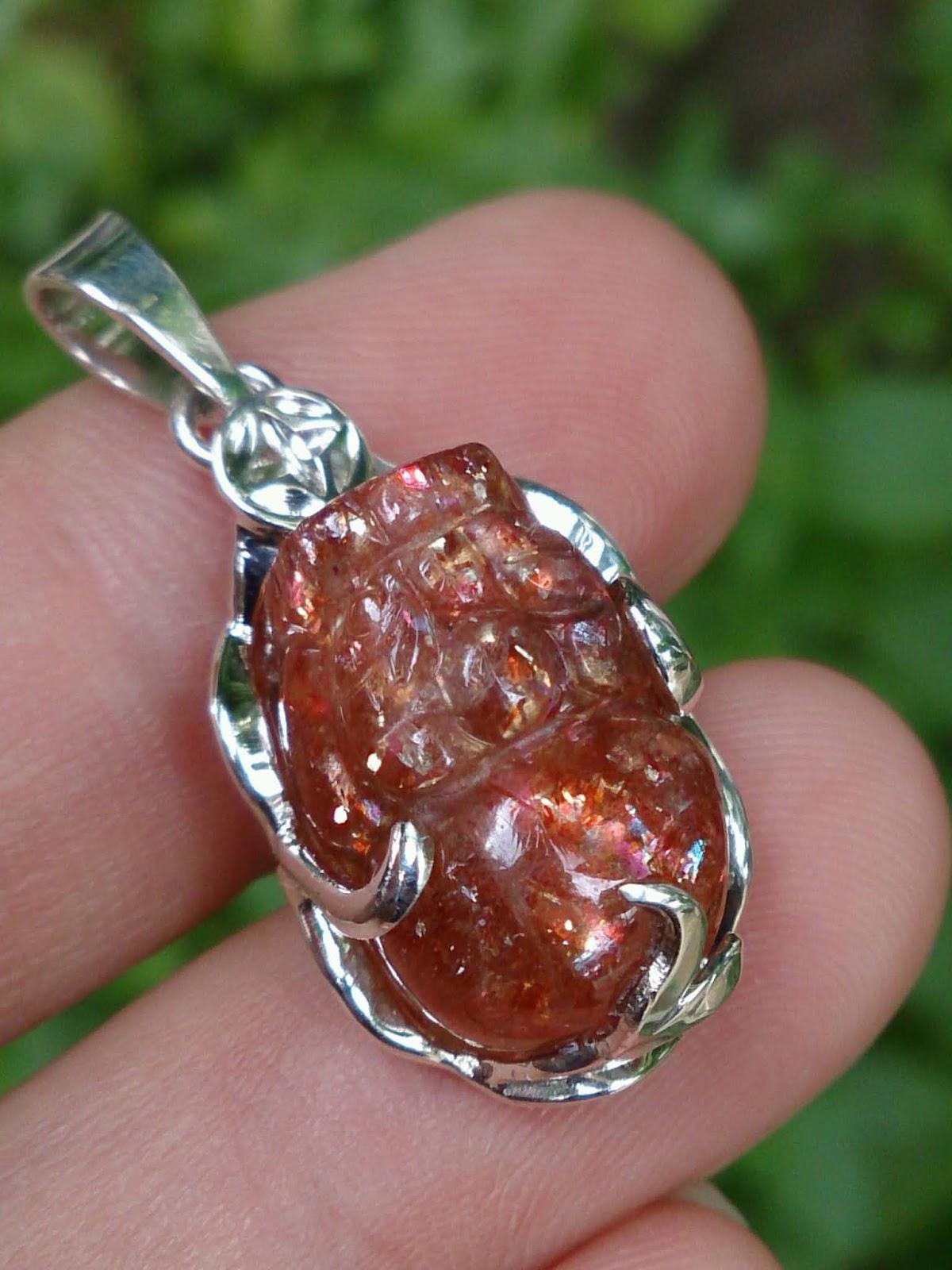 Mặt dây Cụ Tỳ Hưu bọc bạc, đá Sun Stone