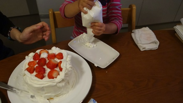 ケーキつまみ食い