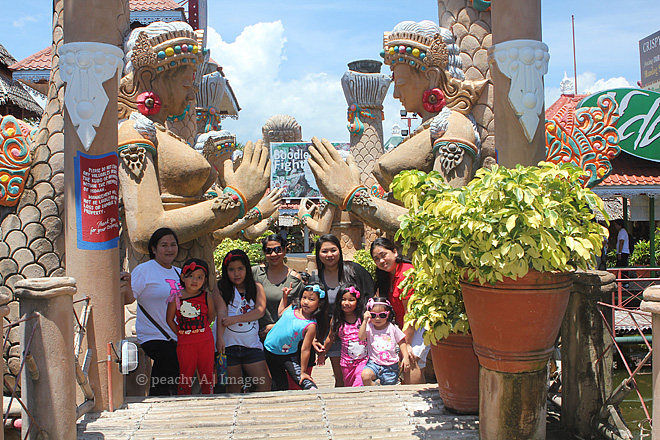Isdaan Floating Restaurant and Fun Park