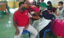 Warga Desa Sungai Sambang Terima Vaksin Tahap I