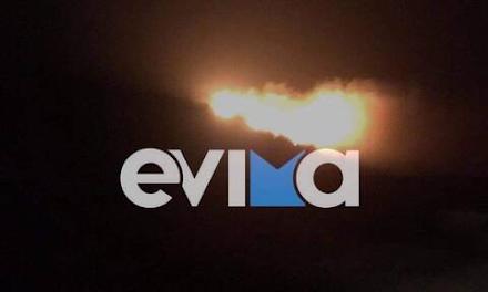 Φωτιά τώρα στην Εύβοια σε δύσβατη περιοχή στο χωριό Θύμη Καρύστου