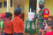 Sambangi Siswa SD, Babinsa Serawai Berikan Sosialisasi Tentang Prokes