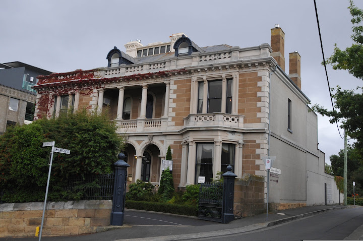 Set in an 1874 sandstone mansion and a modern building, this sophisticated hotel is adjacent to Princes Park.