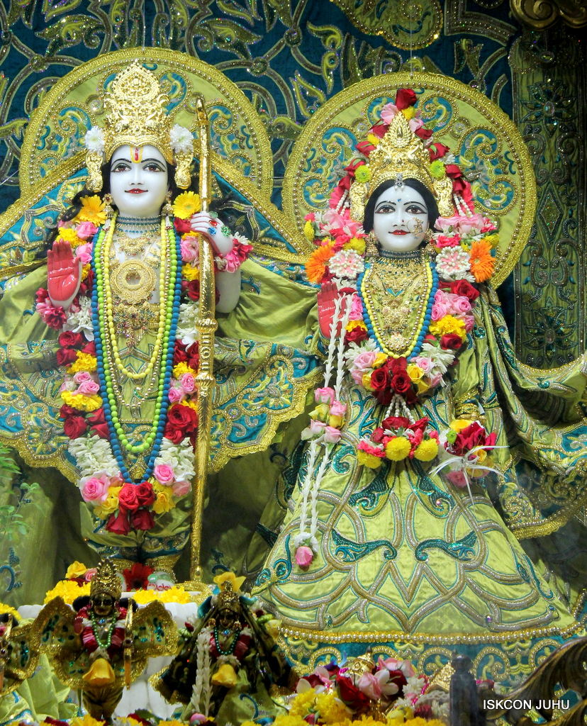 ISKCON Juhu Sringar Deity Darshan on 25th Oct 2016 (28)