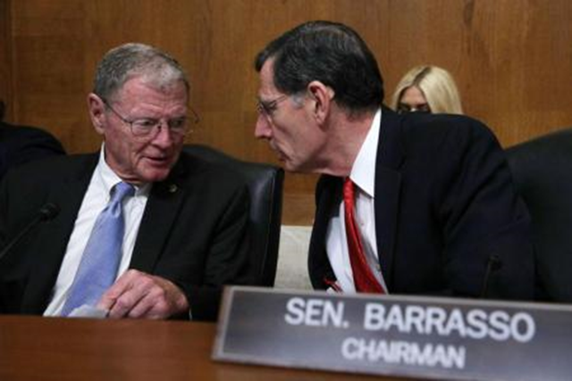 Sen. John Barrasso (R-Wyo.) speaks with Sen. James Inhofe (R-Okla.). On 15 February 2017, the Senate Environment and Public Works Committee held hearings on legislation to gut the Endangered Species Act. Photo: Alex Wong / Getty Images