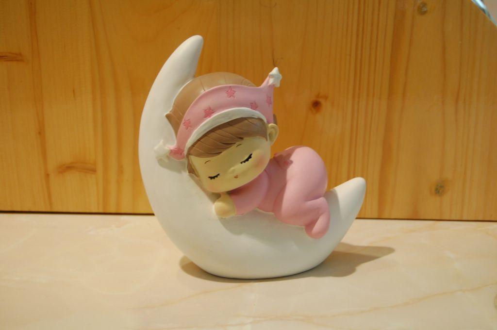 figurine-bapteme-lune-fille.jpg