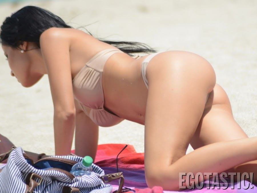 Celebrity Butts Lisa Opies Amazing Ass In A Nude Bikini-2764