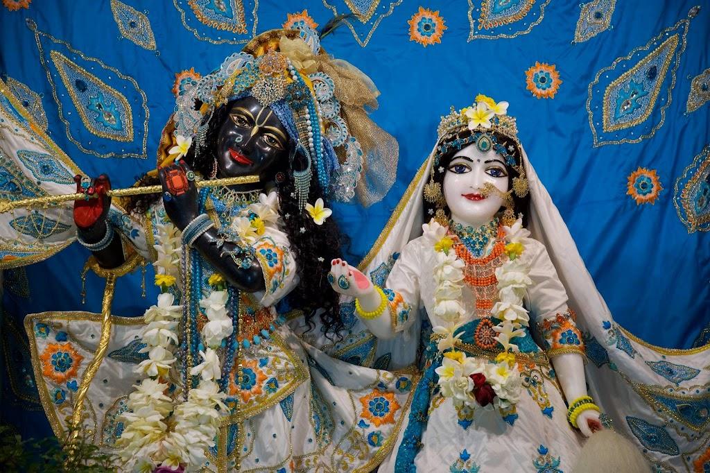 ISKCON New Govardhan Deity Darshan 08 Dec 2016 (12)