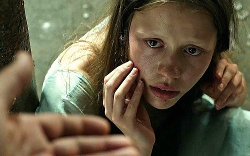mia goth in A CURE FOR WELLNESS[492]