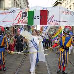gaypridemilano2005_italiacatene.JPG