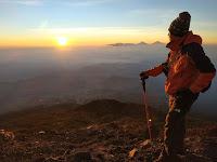 Rekan Perjalanan Terbaik Saat Mendaki Gunung