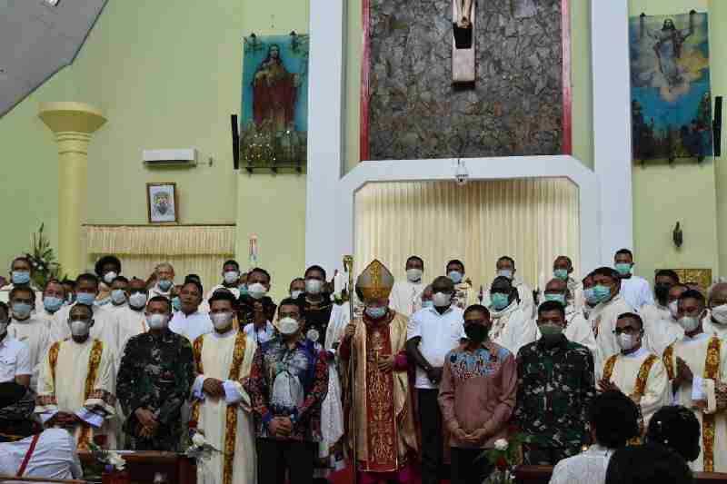 Danrem 174 Merauke Hadiri Pentabisan Imam Ba ru dan Diakon Keuskupan Agung Merauke