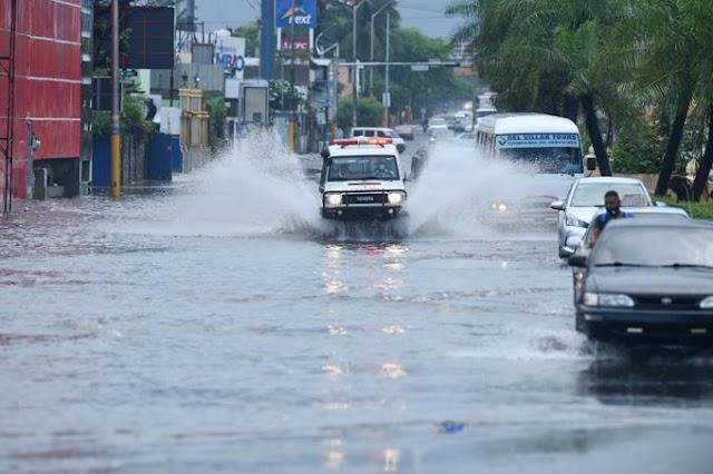 El tiempo: Vaguada y onda tropical provocan lluvias sobre gran parte del país.