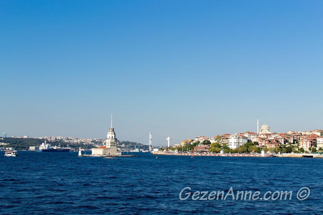 İstanbul boğazında Kız Kulesi manzarası