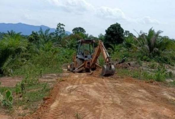 Pemandu jengkaut rata hutan simpan ditahan