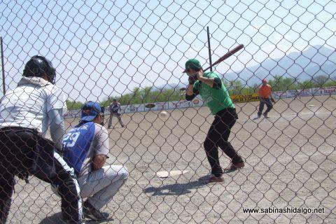 Batería de SUTERM en el softbol del Club Sertoma