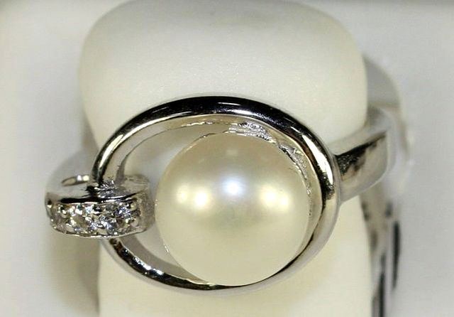 жемчужное кольцо от ювелирной компании Шатлен