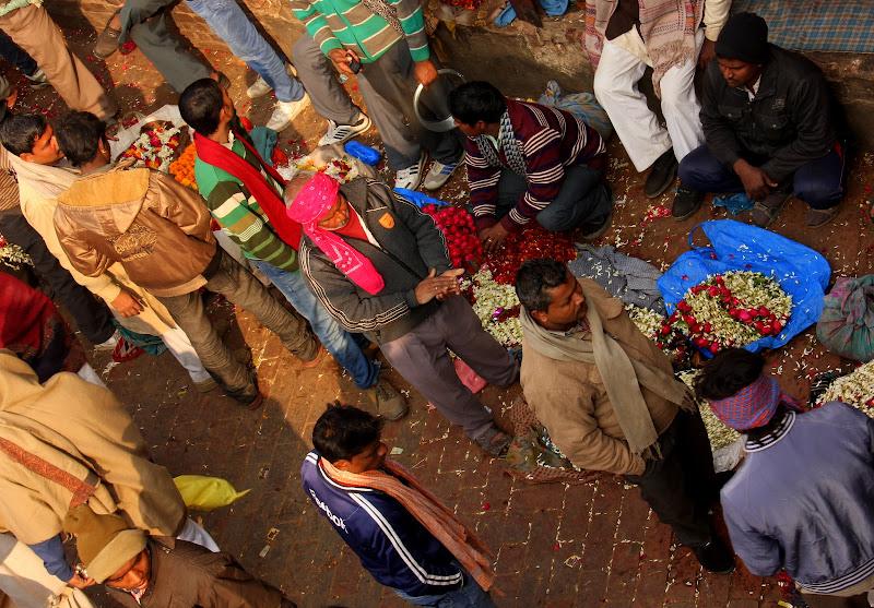 #varanasibansphatakflowermarket #varanasiflowermarket #varanasimarket #varanasiwalk #travelbloggerindia