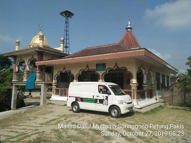 Kegiatan Tim Bersih-bersih Masjid Magelang di Ahad pagi (27/10/2019) di Masjid Darul Muttaqien  Surenggono, Petung, Kecamatan Pakis, Kabupaten Magelang
