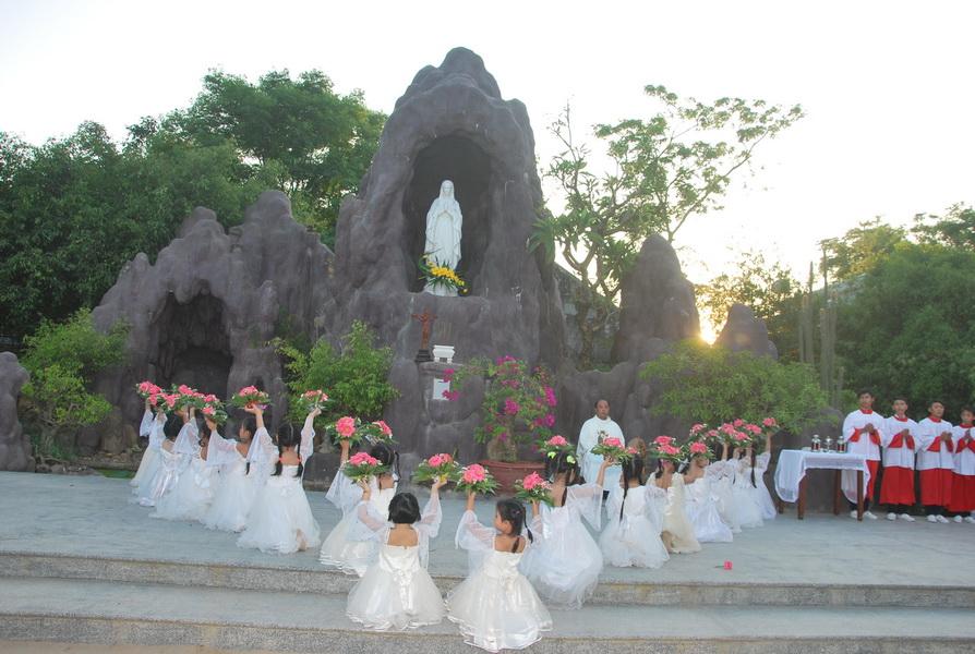 Giáo xứ Vĩnh Thạnh khai mạc Tháng Hoa kính Đức Mẹ