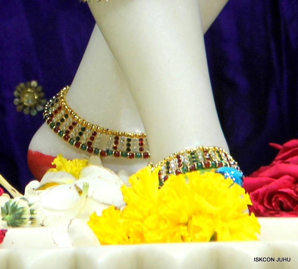 ISKCON Juhu Sringar Deity Darshan on 1st May 2016 (39)