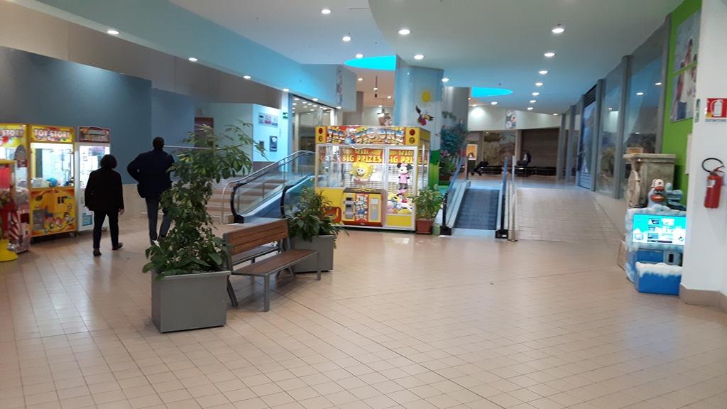 [Piazza-mall-Cepagatti_vecchia_056]