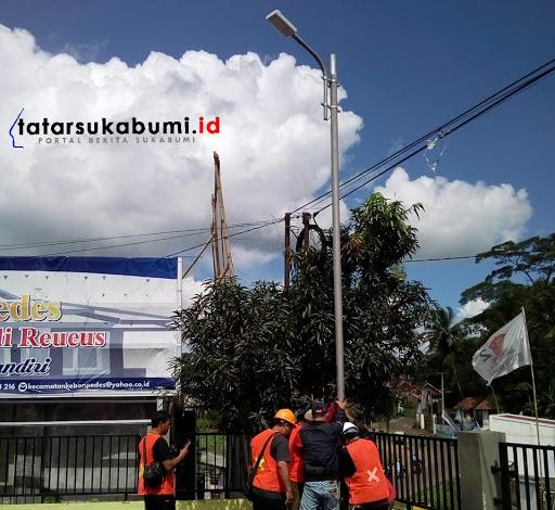 Pemasangan 2400 PJU Tenaga Surya se-kabupaten Sukabumi // Foto : Dian Syahputra Pasi