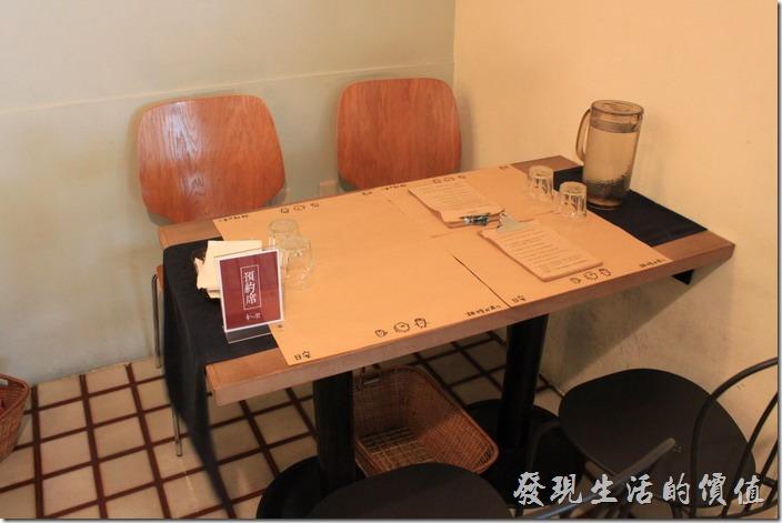 台南和喫咖啡的桌椅。