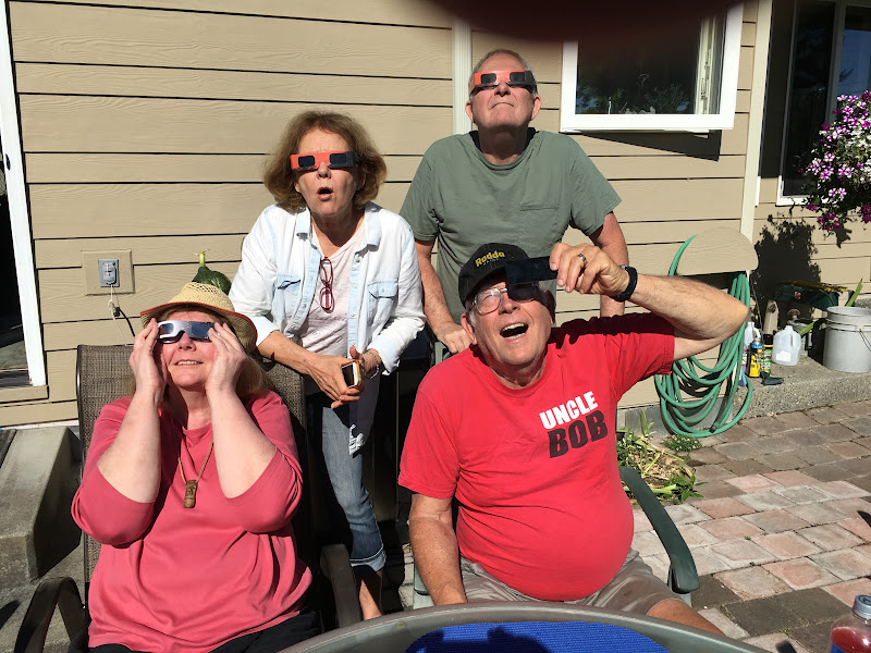 IMG_0902 - Evie, Francie, Bob and Steve pretending that the eclipse was amazing them