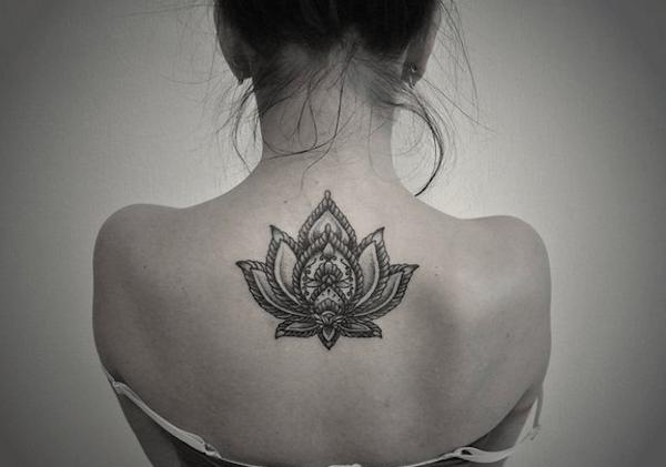 o_preto_e_o_cinza_flor_de_ltus_da_tatuagem