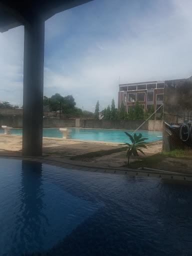 foto kolam renang jernih menyegarkan