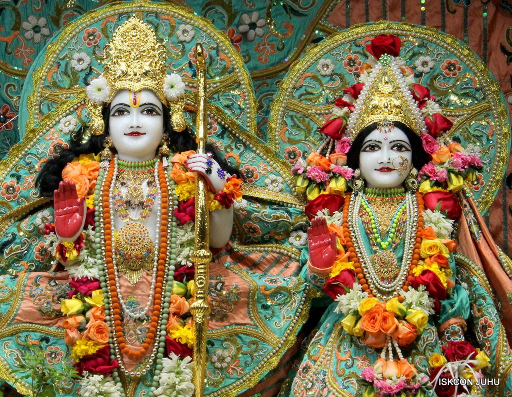 ISKCON Juhu Sringar Deity Darshan on 21st Oct 2016 (36)