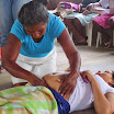 07 Parteras pratica un esema d una donna incinta.JPG