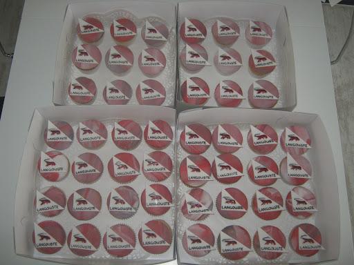 Cupcake's met het logo van Langouste catering