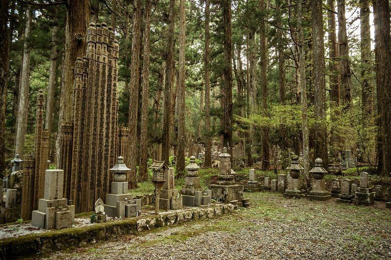okunoin-cemetery-11