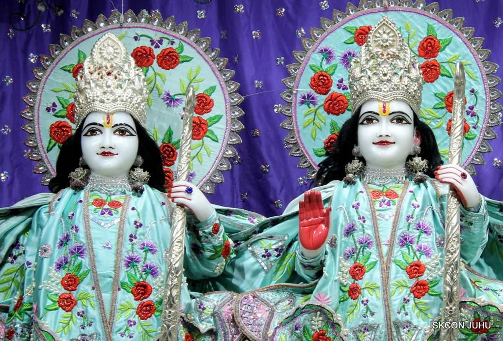 ISKCON Juhu Mangla Deity Darshan 17 Dec 2015 (1)