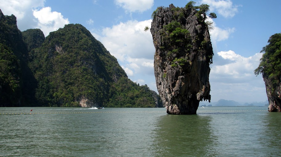 The famous rock on Khao Phing Kan \ 'James Bond Island'