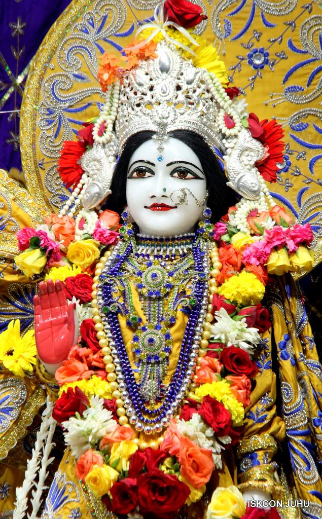 ISKCON Juhu Sringar Deity Darshan on 7th Sep 2016 (81)