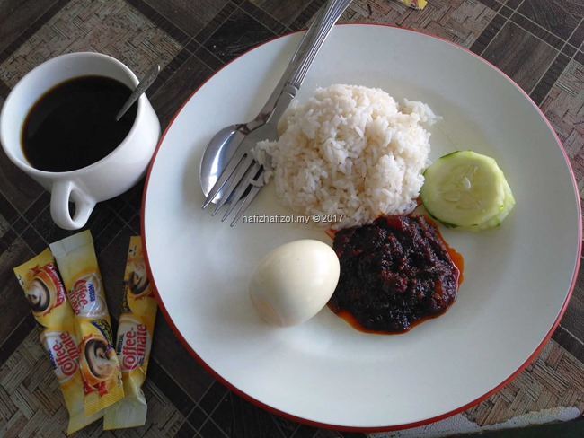 breakfast nasi lemak yang sedap