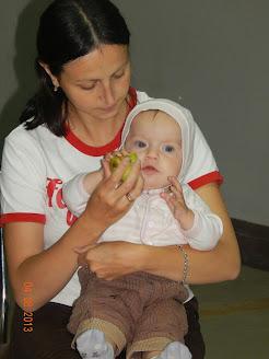Що робити, якщо дитина їсть лише з умовлянням?