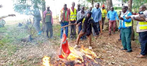 Kisii bodaboda riders burning Rutos campaign materials.