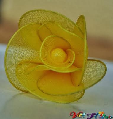 Cách hoa hồng vàng từ vải voan (bước 6)