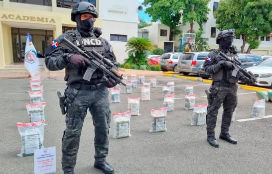 La DNCD ocupa 456 paquetes de droga en finca de ganado en Las Galeras de Samaná