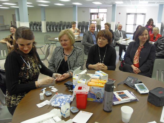 Spotkanie medyczne z Dr. Elizabeth Mikrut przy kawie i pączkach. Zdjęcia B. Kołodyński - SDC13596.JPG